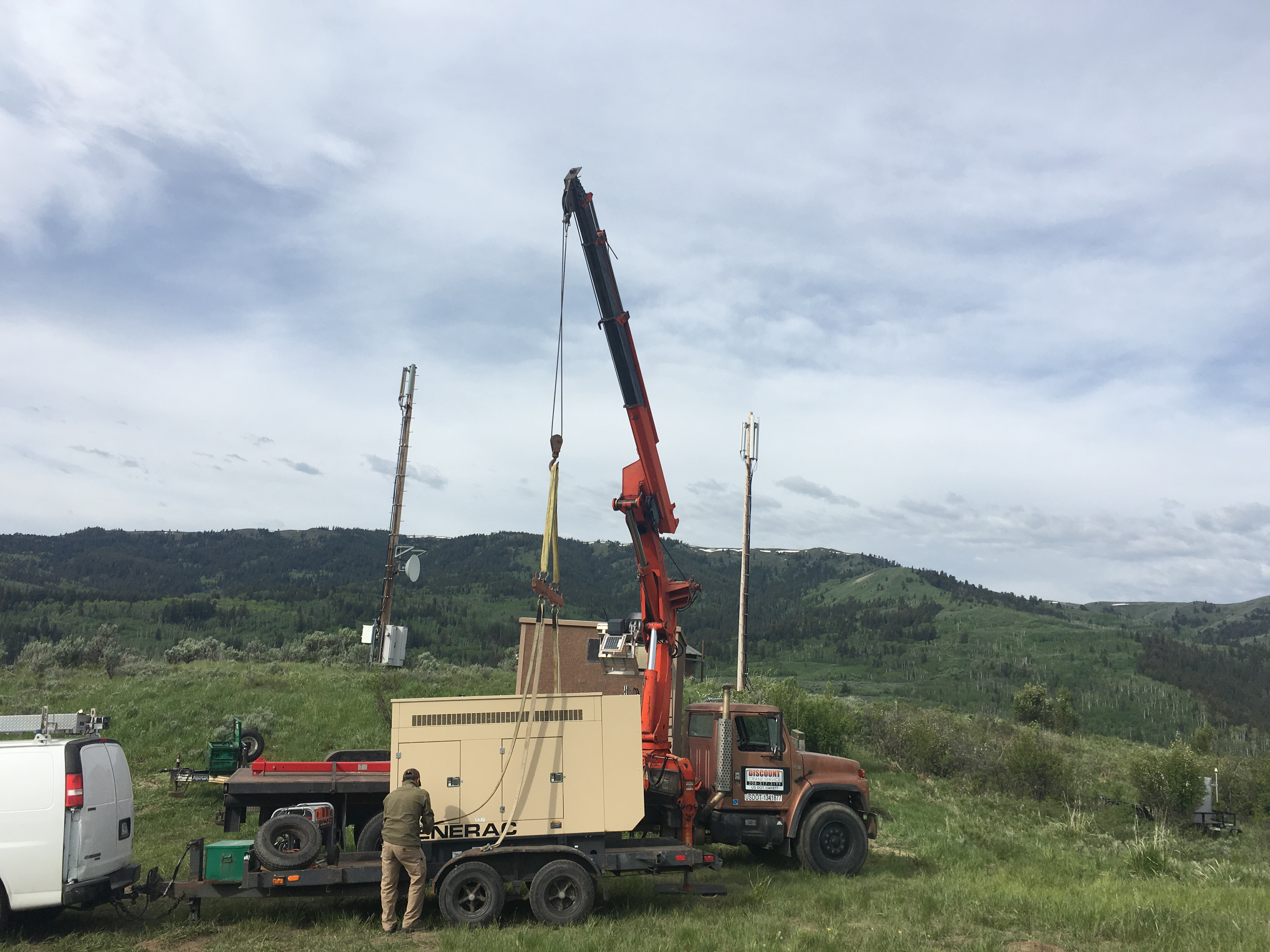 20-ton Palfinger Knuckle boom truck (Remote Controlled) 72' stick